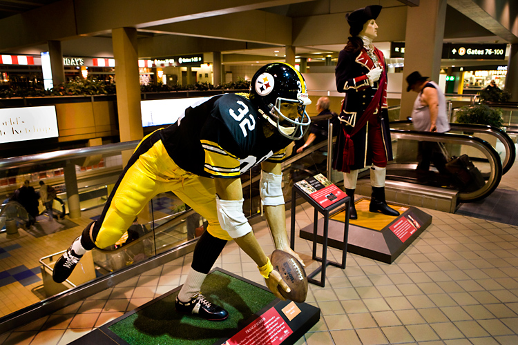 c3f8a8001ae The Immaculate Reception  George Washington shares the glory with Franco  Harris at the Pittsburgh Airport