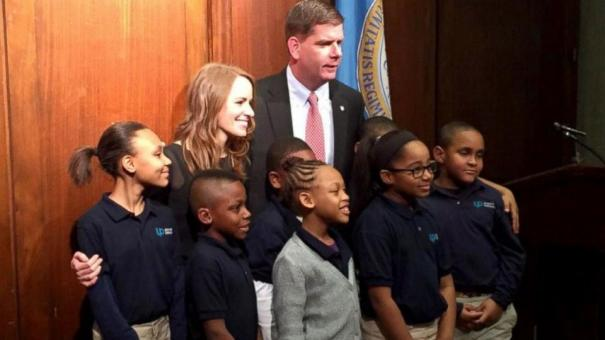 Nicole Bollerman with Mayor and students